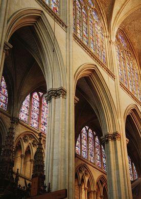 Ле-Ман, кафедральний собор Сен-Жульєн. Інтер'єр внутрішньої галереї (1220–1250)